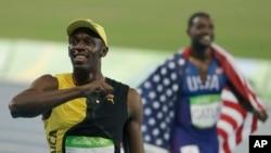 2016年8月14日牙买加短跑选手博尔特(左)夺得奥运男子100米短跑金牌。