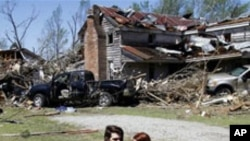 Les dégâts causés par une tornade en Caroline du Nord le 16 avril 2011