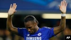 Didier Drogba célèbre son but lors du match en Ligue des Champions dans le Groupe G entre Chelsea et NK Maribor au stade Stamford Bridge à Londres le mardi 21 octobre 2014. (AP Photo / Kirsty Wigglesworth )