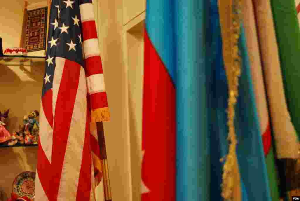 ABŞ-Azərbaycan Ticarət Palatasında ABŞ və Azərbaycan bayrağı