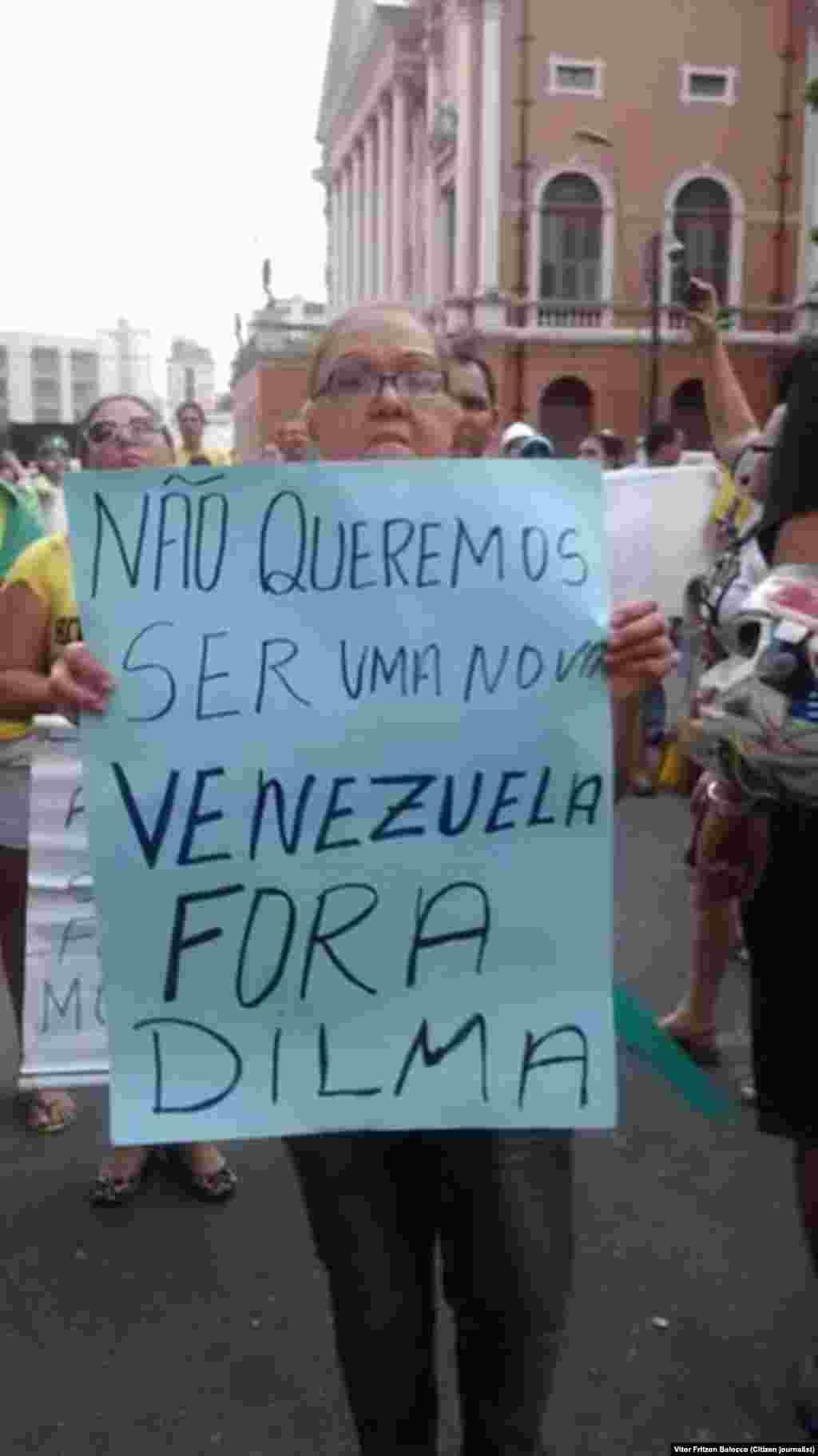 Cartazes contra Dilma