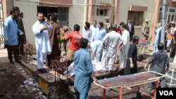 Scene of hospital bombing in Quetta, Pakistan, Aug. 8, 2016. (Photo: H. Samsor for VOA)