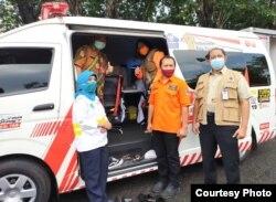 Mobil PCR dari BNPB, sempat menjadi sumber silang pendapat antara Pemprov Jawa Timur dan Pemkot Surabaya (foto: Humas Pemprov Jawa Timur).