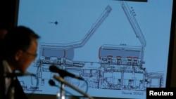 Un funcionario japonés explica la actual situación en la planta nuclear de Fukushima.