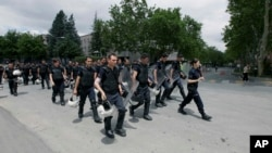 Anqara politsiyasi bosh vazir Erdog'an idorasini namoyishchilardan himoya qilish uchun ketmoqda, 3-iyun, 2013-yil