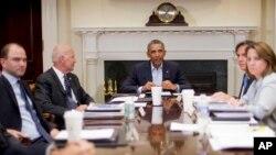 El presidente Obama y el vicepresidente Joe Biden se reúnen con asesores de seguridad nacional en la Casa Blanca.