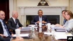 Presiden Obama dan Wapres AS Joe Biden saat bertemu para pejabat keamanan nasional AS (foto: dok).