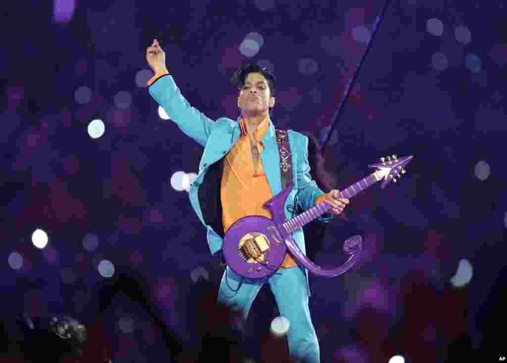Prince u nastupu na SuperBowlu XLI, na stadionu Dolphin, u Miamiju, 4. februara 2007.
