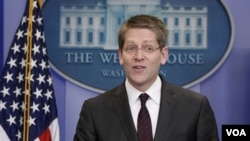 Juru bicara Gedung Putih yang baru, Jay Carney memberikan keterangan kepada wartawan di Gedung Putih.