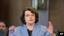 A senadora Feinstein líder da Comissão dos Serviços Secretos
