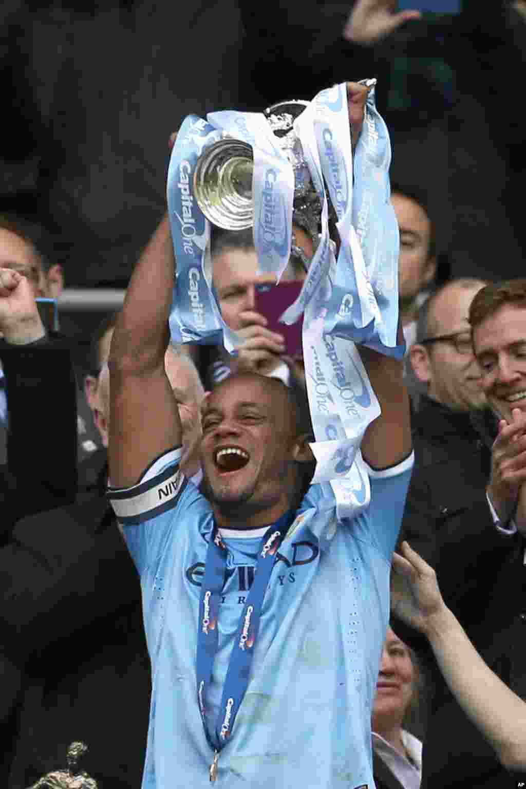Vincent Kompany na Manchester City rike da kofi