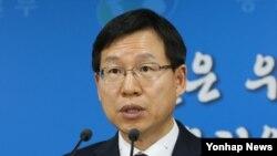 김의도 한국 통일부 대변인이 31일 정부서울청사에서 정례브리핑하고 있다.