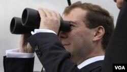 El presidente ruso, Dimitri Medvedev, dice que si no se llega a un acuerdo sobre el asunto podría desatarse una nueva carrera armamentista.