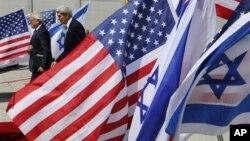 이스라엘 지도자들과 회담을 위해 15일, 예루살렘에 도착한 존 케리 미 국무장관과 마틴 인디크 중동 특사.