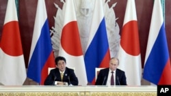 Japanese Prime Minister Shinzo Abe speaks at a news conference with Russian President Vladimir Putin in Moscow's Kremlin, April 29, 2013.