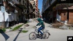 حمص بعد سالها جنگ، به شهری ویران تبدیل شده است.