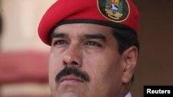 """El presidente Nicolás Maduro les dijo a los funcionarios salientes: """"Misión cumplida compañeros."""""""