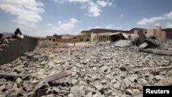 2015年5月30日也门首都萨那附近被沙特为首的空袭摧毁的建筑