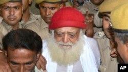 این روحانی هندی پس از ادعای تجاوز جسنی به تاریخ اول سپتمبر ۲۰۱۳ دستگیر شد و از آن پس در زندان به سر می برد