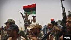 EE.UU. y más de 30 países han reconocido a los rebeldes como legítimo gobierno interino en Libia.