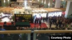 推特網友圖片 李承鵬1月15日在深圳新書簽售會場面火爆