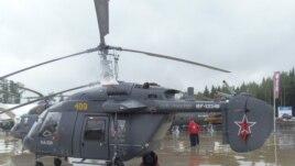 兩國計劃聯合在印度生產卡-226T直升機。 今年夏季莫斯科武器展上的卡-226直升機。 (美國之音白樺拍攝)