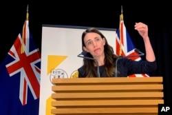 PM Selandia Baru Jacinda Ardern memberikan keterangan kepada media di Wellington, Selandia Baru, 15 Februari 2021.