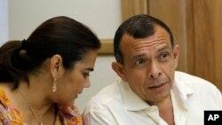 (FILE) Former Honduran President Porfirio Lobo with his wife Rosa Elena.