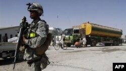 Ông Hamid Karzai nói rằng dân chúng đã mất kiên nhẫn với sự hiện diện của binh sĩ Mỹ và các chiếc xe thiết giáp trên đường phố Afghanistan.