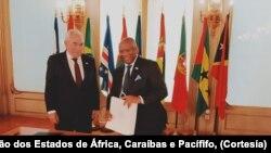 Francisco Rebelo Telles, secretário executivo da CPLP (esq) e Georges Chikoti, secretário-geral da OACP (dir)