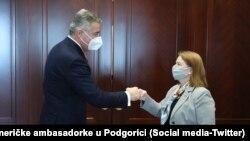 Crnogorski predsednik Milo Đukanović i američka ambasadorka u Podgorici Rajzing Rajnke (Foto: Twitter nalog američke ambasadorke u Podgorici)