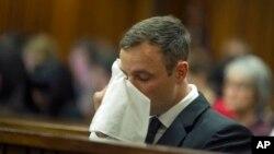 Oscar Pistorius ra tòa ở Pretoria, một trong những phiên tòa cuối trước khi bị tuyên án, 17/10/14