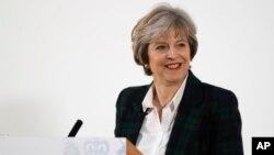 Perdana Menteri Inggris Theresa May berbicara di London (foto: dok).