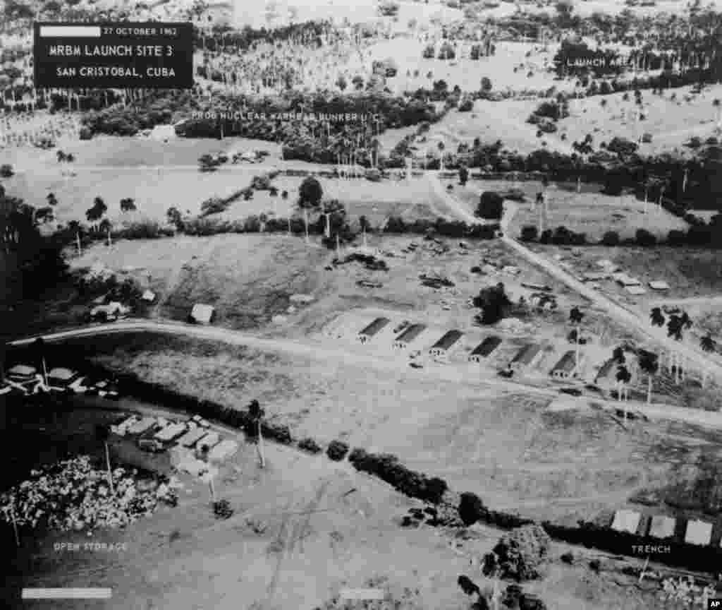 Không ảnh của bộ quốc phòng Mỹ chụp tại khu vực San Cristobal của Cuba cho thấy địa điểm số 3 có bố trí các tên lửa đạn đạo tầm trung, ngày 27/10/1962