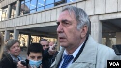 Novinar Milan Jovanović obraća se izvještačima nakon izricanja presude 23. februar 2021. (Foto/video greb: Jovana Đurović, VOA)