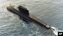 Một hợp đồng quân sự lớn nhất của Việt Nam gần đây là việc mua 6 chiếc tàu ngầm lớp Kilo của Nga năm 2009, trị giá khoảng 2 tỷ đôla, và dự kiến sẽ được bàn giao tất cả vào năm 2016.