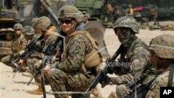 Binh sĩ Mỹ và Nam Triều Tiên trong một cuộc tập trận chung.