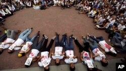 Manifestantes protestan por las altas estadísticas de asesinatos en los últimos 14 años de gobierno chavista.