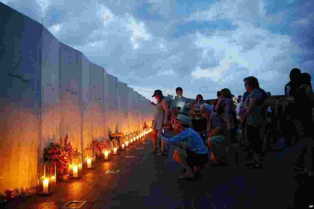 دیواری که نام قربانیان پرواز ۹۳ بر آن حک شده در شنسکویل ایالت پنسیلوانیا