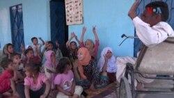 ماہی گیروں کے بچوں کو بلا معاوضہ تعلیم دینے والا معذور نوجوان