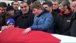 土耳其夜总会袭击一位死难者的葬礼