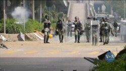 Гонконг: сотні мітингарів залишаються в облозі поліції у будівлі університету. Відео