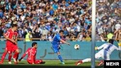 صحنه تنها گل بازی توسط غفوری برای استقلال.