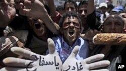 مظاهره کنندگان یمن که تقاضای برکناری عبدالله صالح رئیس جمهور آنکشور را دارند.