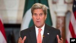 29일 존 케리 미 국무장관이 미국 워싱턴 국무부에서 열린 미국-파키스탄 양자회담에서 발언하고 있다.