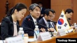 13일 오전 서울 세종로 외교부 청사에서 열린 한국-페루 고위정책협의회에서 조태용 외교부 차관(왼쪽 2번째)이 인사말을 하고 있다.
