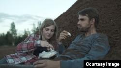 Кадр из фильма «Я здесь»