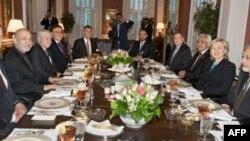 Presidenti afgan takohet me Sekretaren e Shtetit Klinton