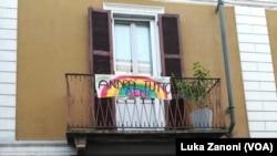 """Lodi: Slogan međusobne solidarnosti tokom pandemije. """"Andrà tutto bene"""" znači """"sve će biti u redu""""."""