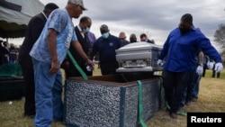 Imagen de los servicios fúnebres de Gregory Blanks, un hombre de 50 años que murió de COVID-19 en Texas en enero de 2021.